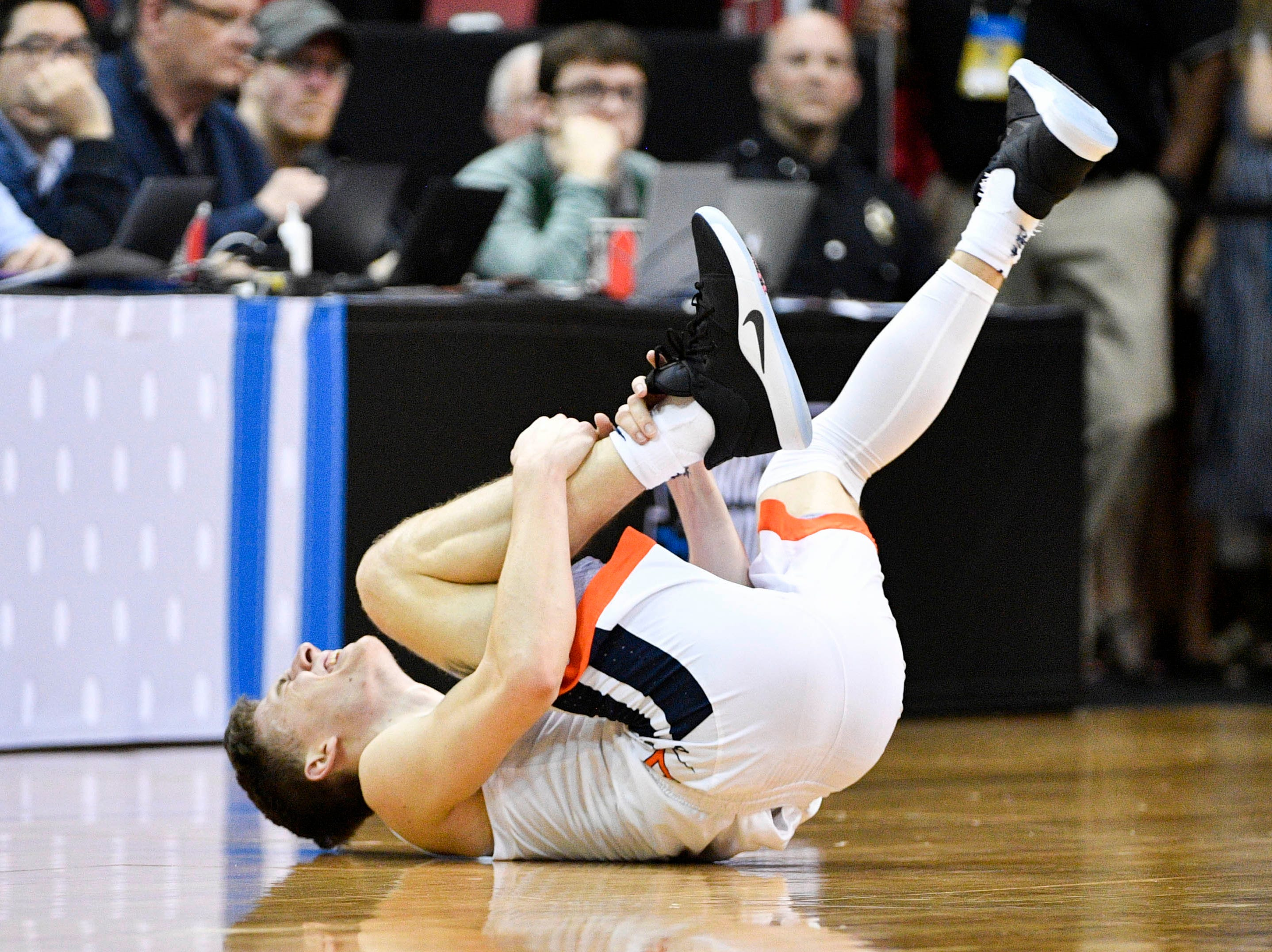 Mar 30, 2019; Louisville, KY, United States; Virginia Cavaliers guard Kyle Guy (5) reacts while holding his leg during the first half in the championship game against the Purdue Boilermakers of the south regional of the 2019 NCAA Tournament at KFC Yum Center. Mandatory Credit: Jamie Rhodes-USA TODAY Sports
