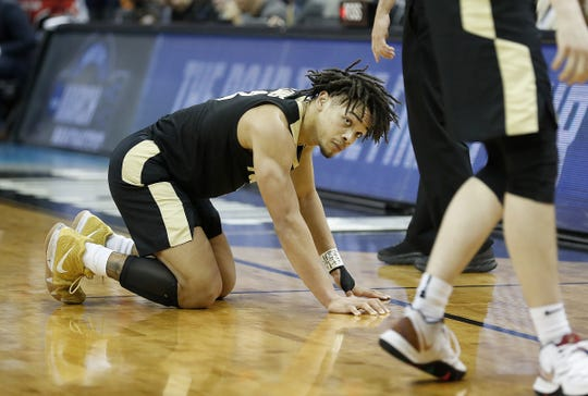"Purdue Boilermakers guard Carsen Edwards (3) looks up after throwing the ball out of bounds in the final second of the overtime period of their NCAA Division I Basketball Championship ""Elite 8"" basketball game at the KFC Yum! Center in Louisville, KY., on Saturday, Mar 30, 2019. The Virginia Cavaliers defeated the Purdue Boilermakers 80-75."