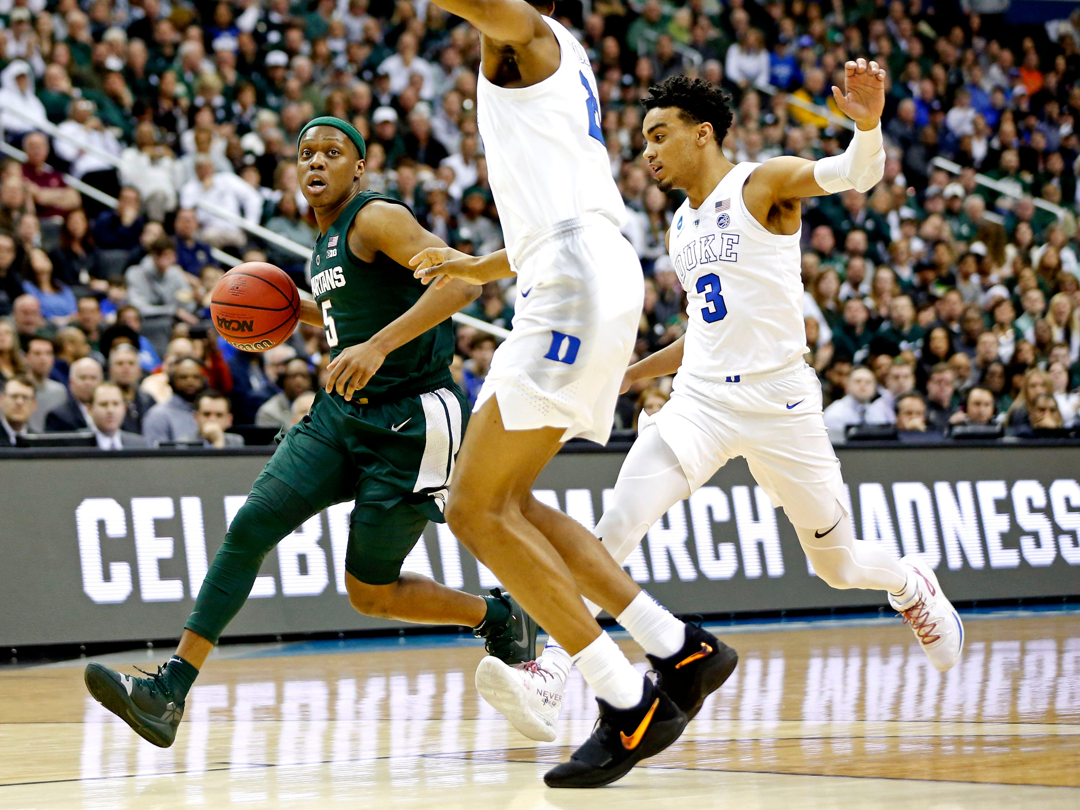 Michigan State Spartans guard Cassius Winston (5) drives to the basket against Duke Blue Devils guard Tre Jones (3) during the first half in the championship game of the east regional of the 2019 NCAA Tournament at Capital One Arena.