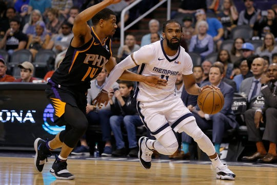 Grizzlies point guard Mike Conley, right, averaged 26.7 points on 43.5 percent 3-point shooting in March.