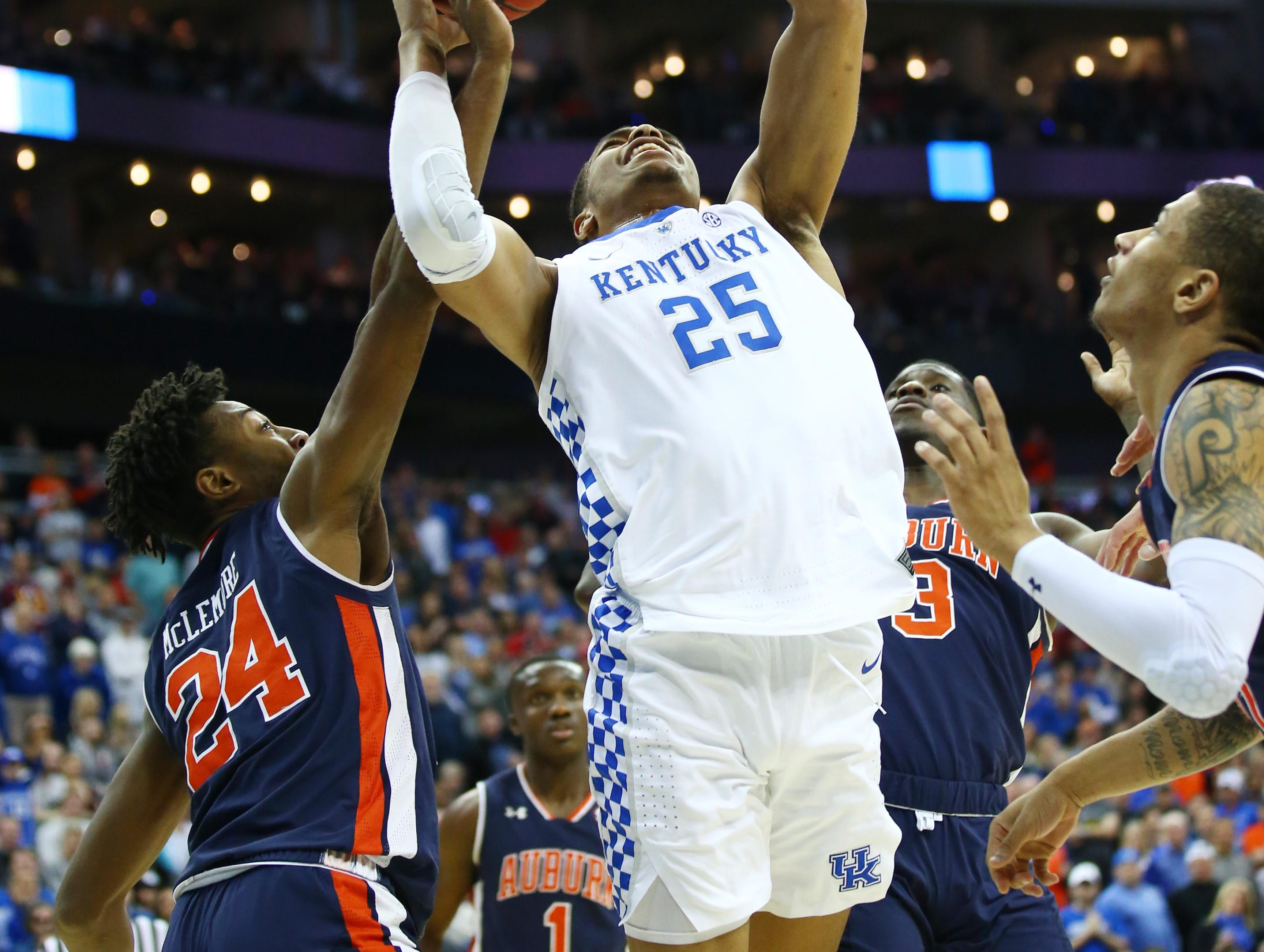 Mar 31, 2019; Kansas City, MO, United States; Kentucky Wildcats forward PJ Washington (25) shoots against Auburn Tigers forward Anfernee McLemore (24) during the second half in the championship game of the midwest regional of the 2019 NCAA Tournament at Sprint Center. Mandatory Credit: Jay Biggerstaff-USA TODAY Sports