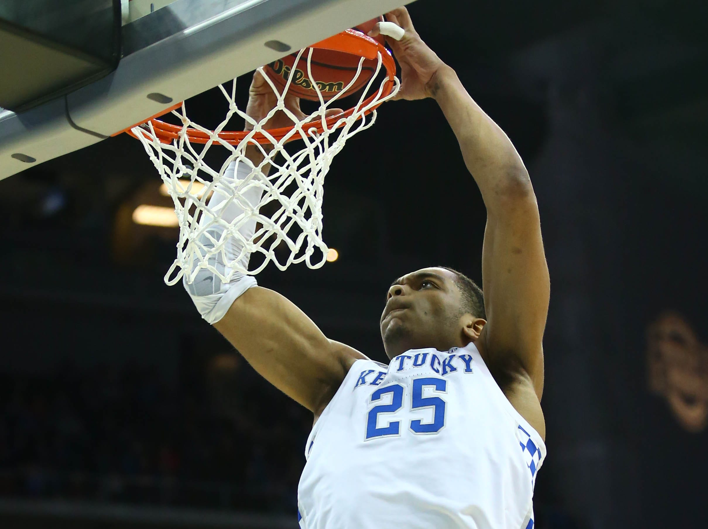 Mar 31, 2019; Kansas City, MO, United States; Kentucky Wildcats forward PJ Washington (25) dunks the ball against the Auburn Tigers during the second half in the championship game of the midwest regional of the 2019 NCAA Tournament at Sprint Center. Mandatory Credit: Jay Biggerstaff-USA TODAY Sports