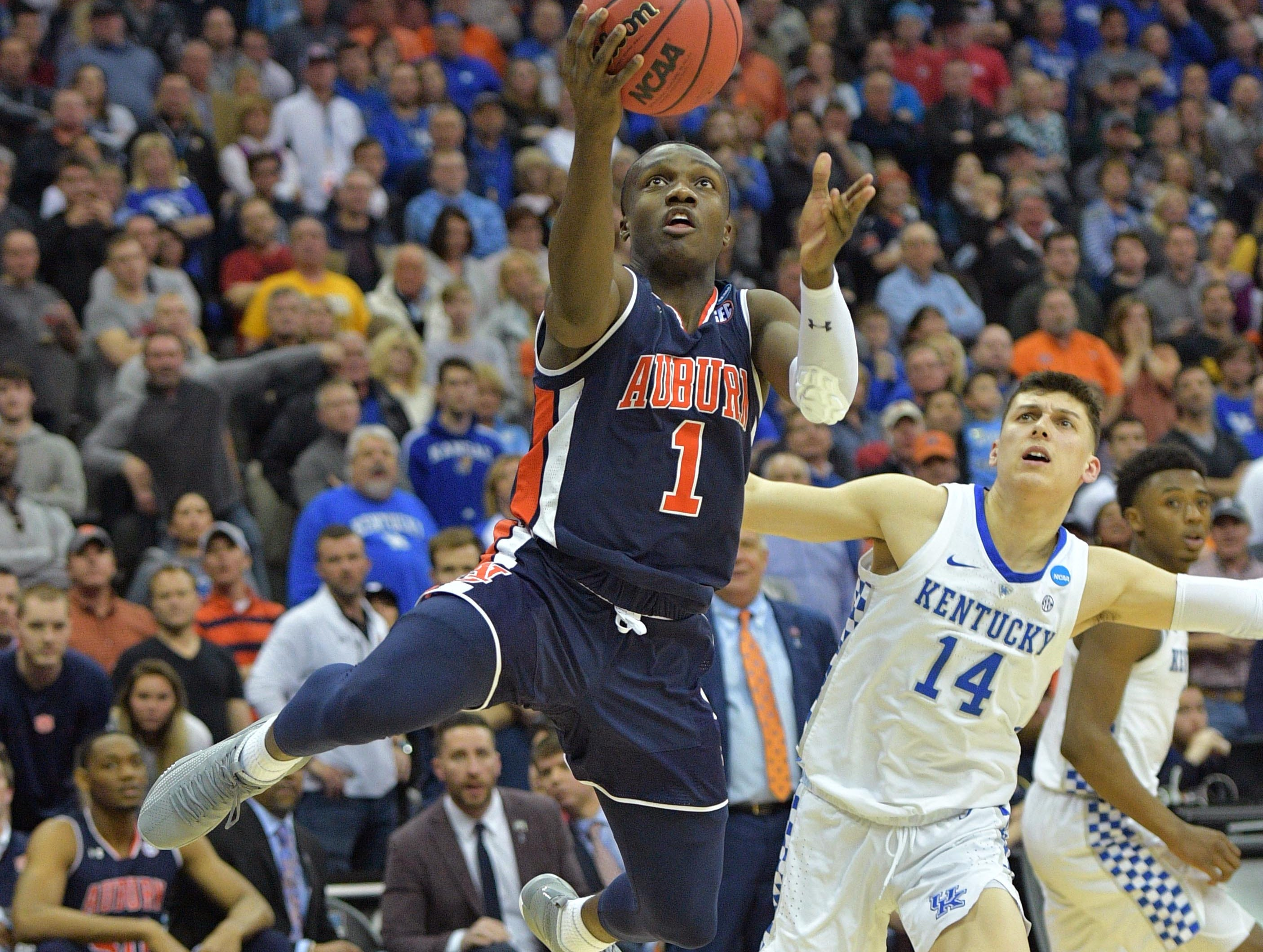 Mar 31, 2019; Kansas City, MO, United States; Auburn Tigers guard Jared Harper (1) shoots against Kentucky Wildcats guard Tyler Herro (14) during overtime in the championship game of the midwest regional of the 2019 NCAA Tournament at Sprint Center. Mandatory Credit: Denny Medley-USA TODAY Sports