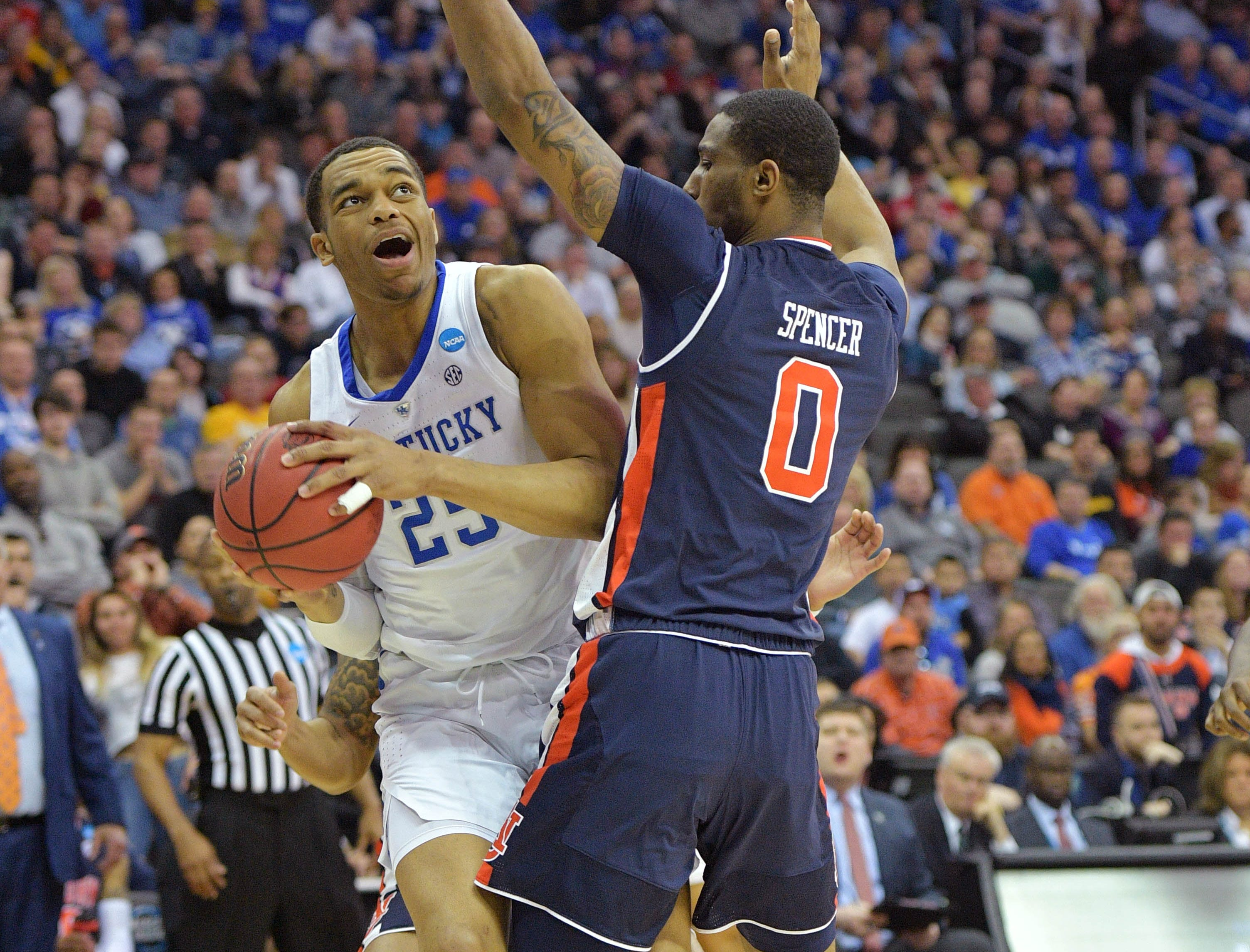 Mar 31, 2019; Kansas City, MO, United States; Kentucky Wildcats forward PJ Washington (25) looks to shoot against Auburn Tigers forward Horace Spencer (0) during the first half in the championship game of the midwest regional of the 2019 NCAA Tournament at Sprint Center. Mandatory Credit: Denny Medley-USA TODAY Sports
