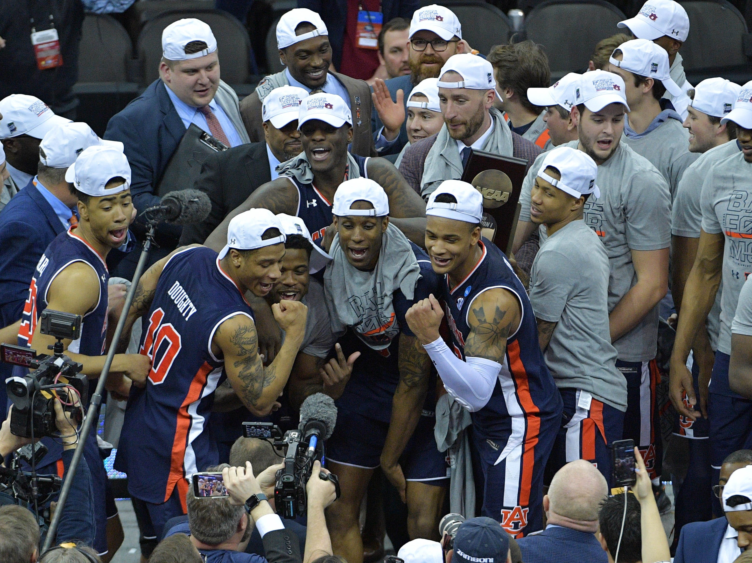 Auburn Tigers players celebrate after defeating the Kentucky Wildcats in the championship game of the midwest regional of the 2019 NCAA Tournament at Sprint Center on March 31, 2019, in Kansas City