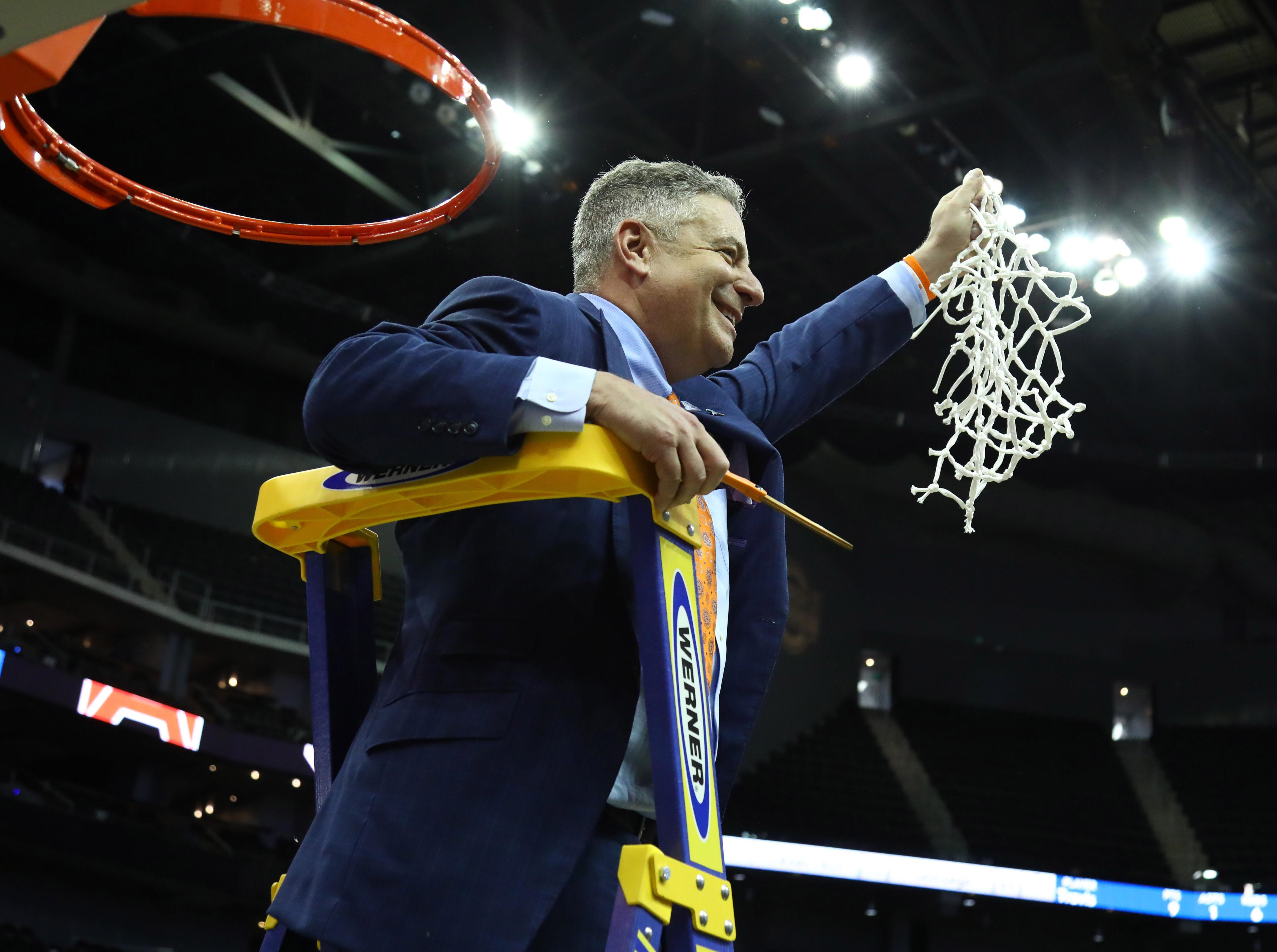 Auburn Tigers head coach Bruce Pearl cuts down the net after defeating the Kentucky Wildcats in the championship game of the midwest regional of the 2019 NCAA Tournament at Sprint Center on March 31, 2019, in Kansas City