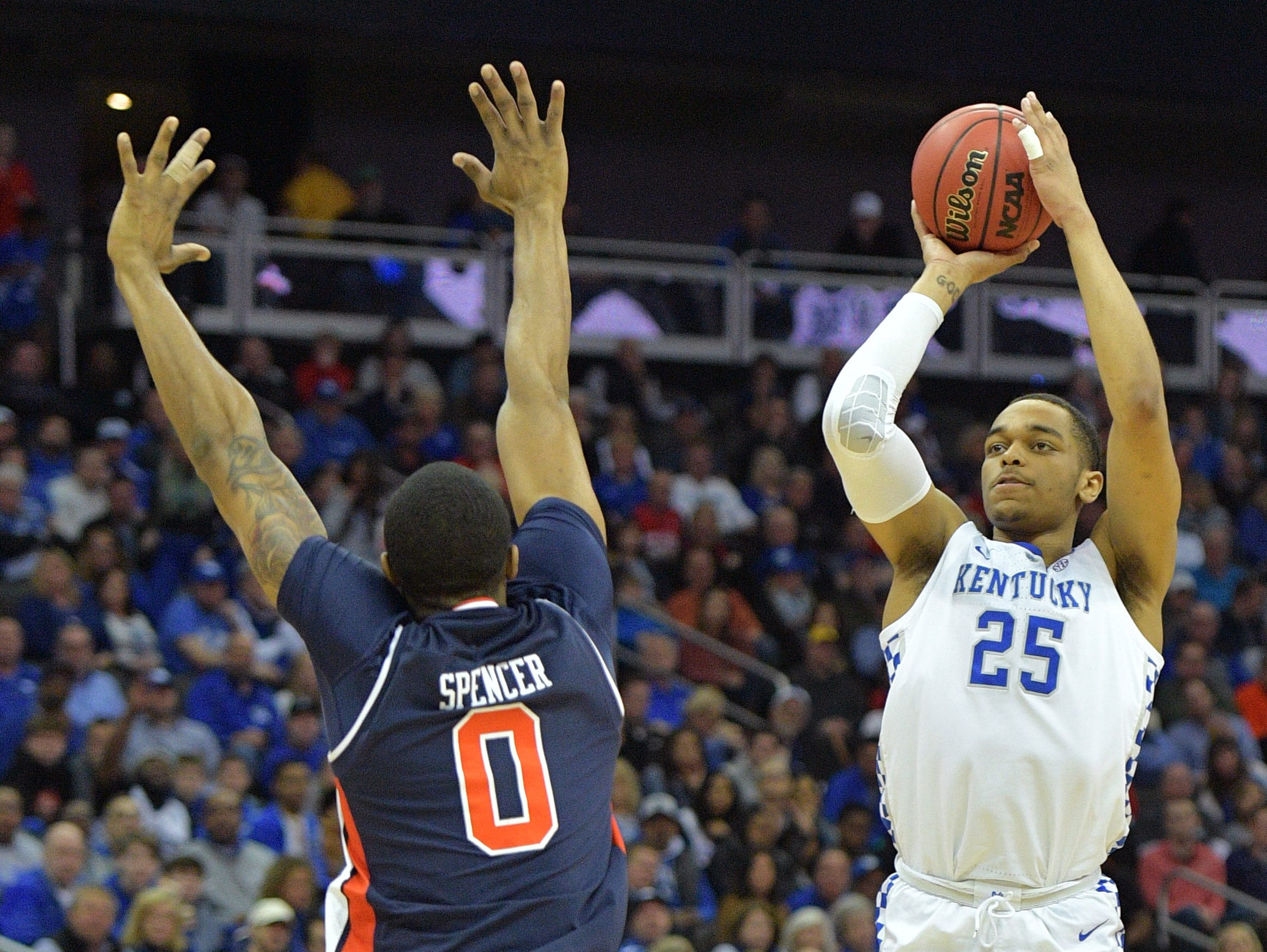 Mar 31, 2019; Kansas City, MO, United States; Kentucky Wildcats forward PJ Washington (25) shoots over Auburn Tigers forward Horace Spencer (0) during the first half in the championship game of the midwest regional of the 2019 NCAA Tournament at Sprint Center. Mandatory Credit: Denny Medley-USA TODAY Sports