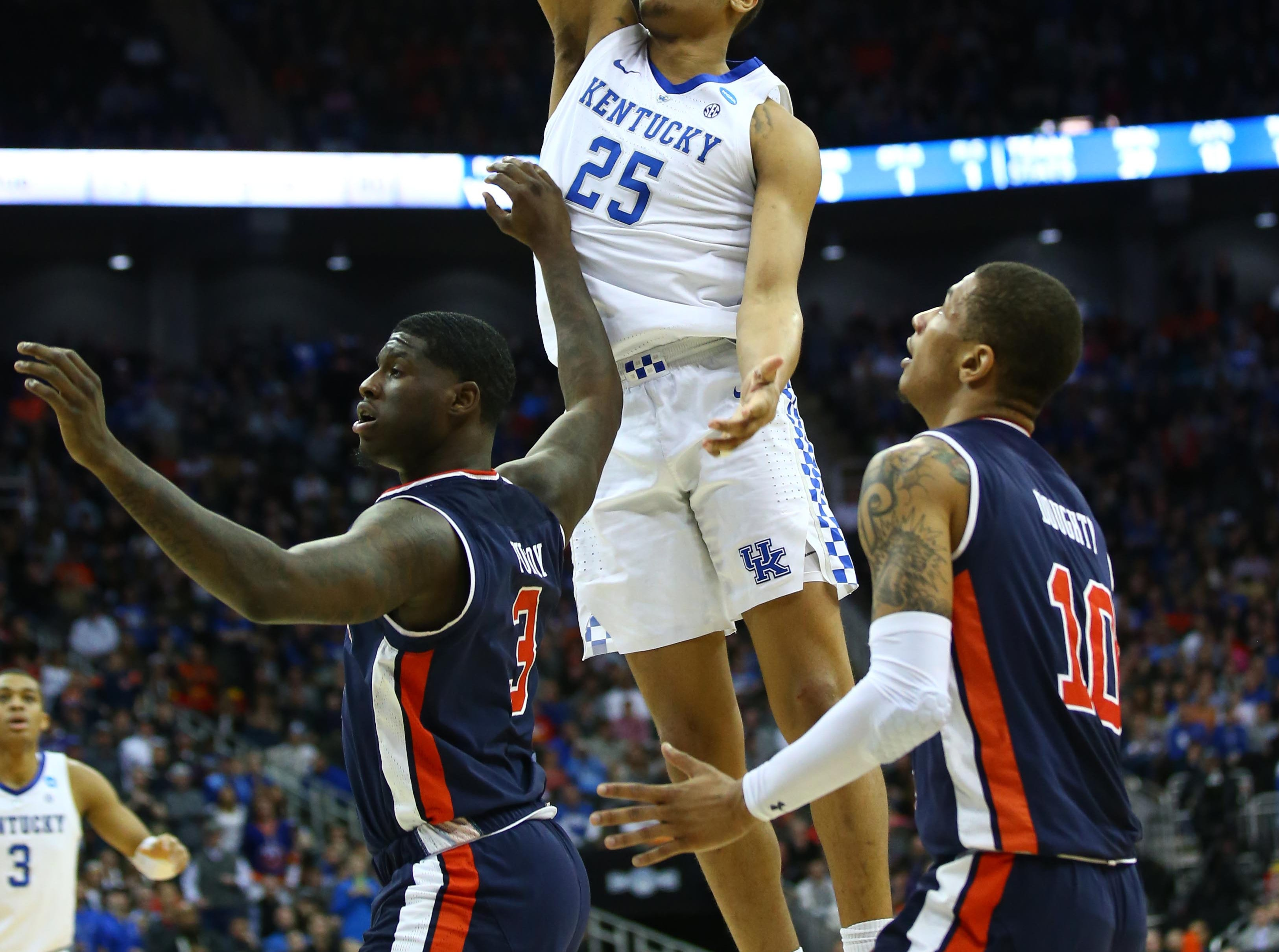 Mar 31, 2019; Kansas City, MO, United States; Kentucky Wildcats forward PJ Washington (25) shoots over Auburn Tigers forward Danjel Purifoy (3) and guard Samir Doughty (10) during the second half in the championship game of the midwest regional of the 2019 NCAA Tournament at Sprint Center. Mandatory Credit: Jay Biggerstaff-USA TODAY Sports