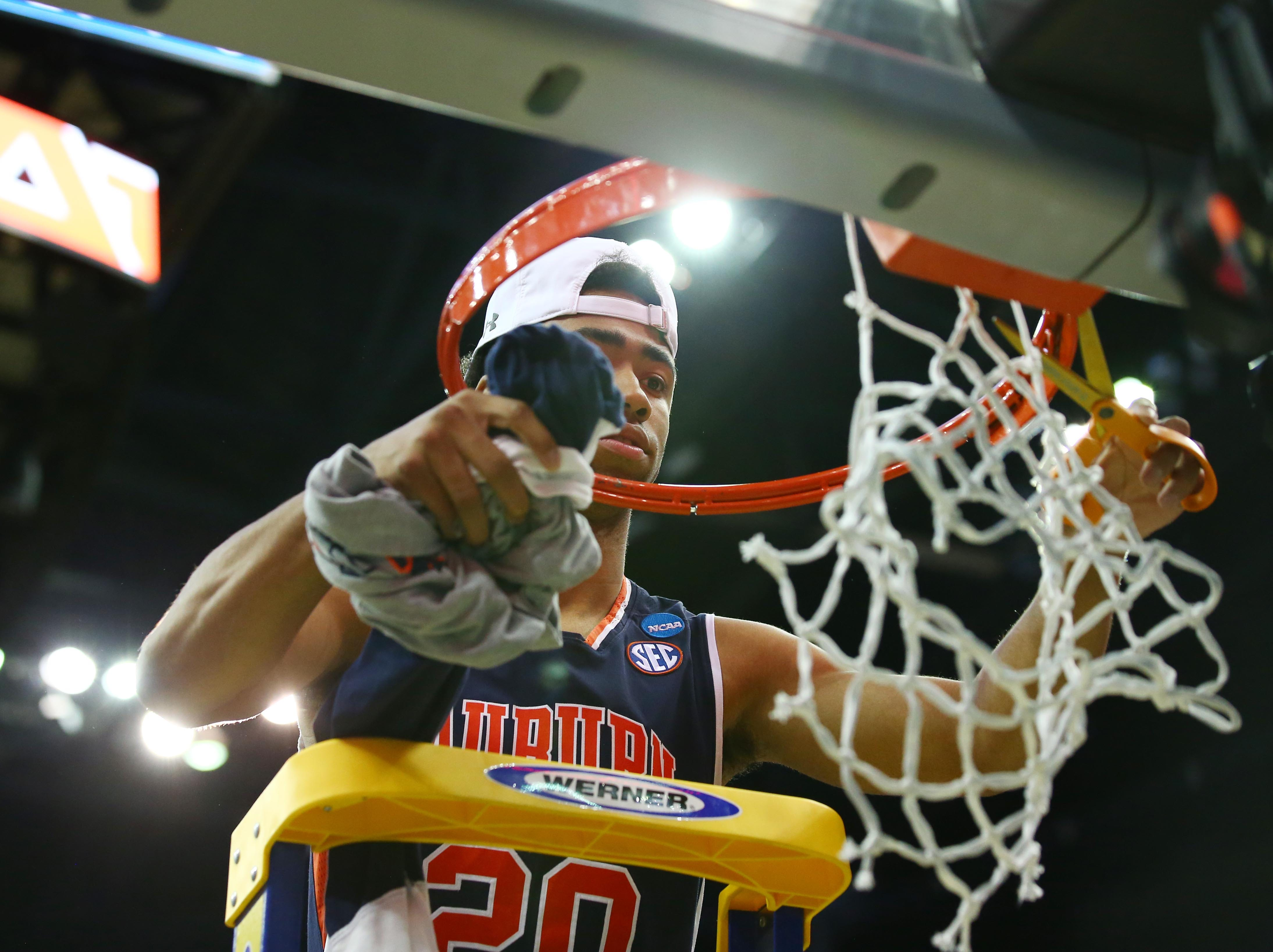 Mar 31, 2019; Kansas City, MO, United States; Auburn Tigers forward Myles Parker (20) cuts down the net after defeating the Kentucky Wildcats in the championship game of the midwest regional of the 2019 NCAA Tournament at Sprint Center. Mandatory Credit: Jay Biggerstaff-USA TODAY Sports