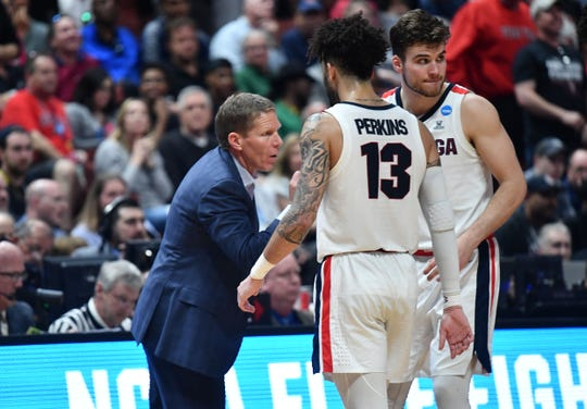 Gonzaga Bulldogs head coach Mark Few speaks with Josh Perkins.