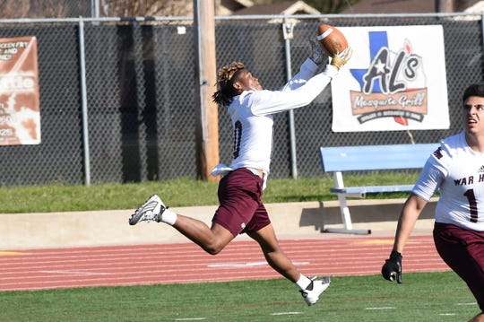 McMurry receiver Tyree Taylor (10) extends to make a catch during the first spring practice.