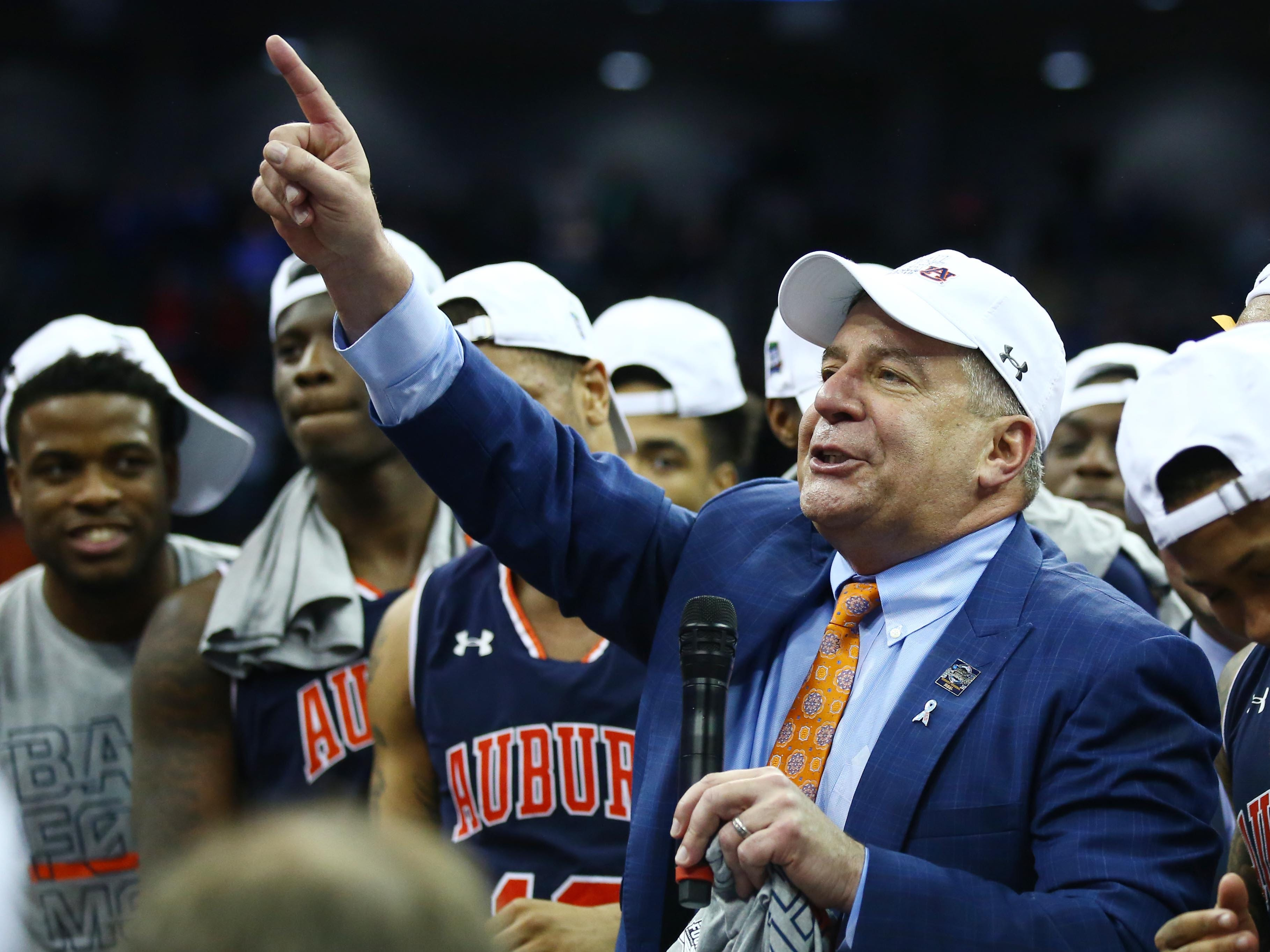 Auburn Tigers head coach Bruce Pearl speaks to the crowd after defeating the Kentucky Wildcats in the championship game of the midwest regional of the 2019 NCAA Tournament at Sprint Center.