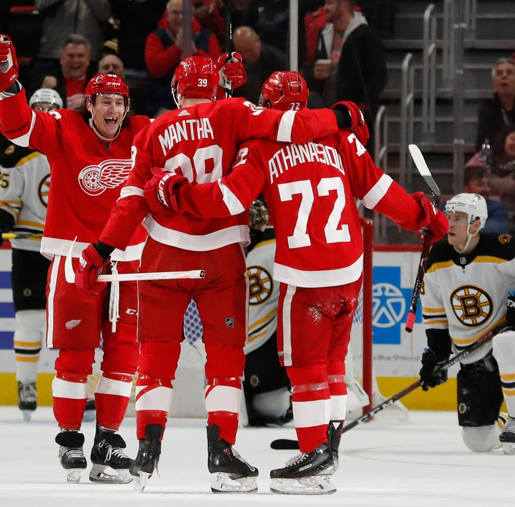 'We're just having fun': Mantha's 5-point night leads Wings in 5th straight win