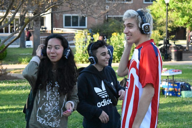 Club Downunder/Union Productions hosted a silent disco last Wednesday on Landis Gree, where people danced to music on wireless headphones.