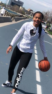 Se'Quoia Allmond is a sophomore at Whitehaven High School