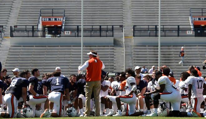 Auburn coach Gus Malzahn talks to his team following the scrimmage on Saturday, March 30, 2019 in Auburn, Ala.