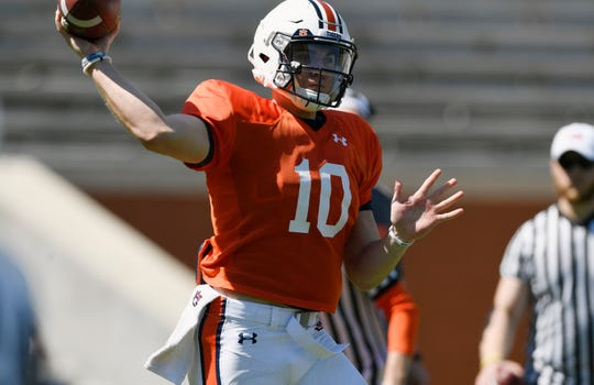 Bo Nix makes a throw in practice on Saturday, March 23, 2019 in Auburn, Ala.