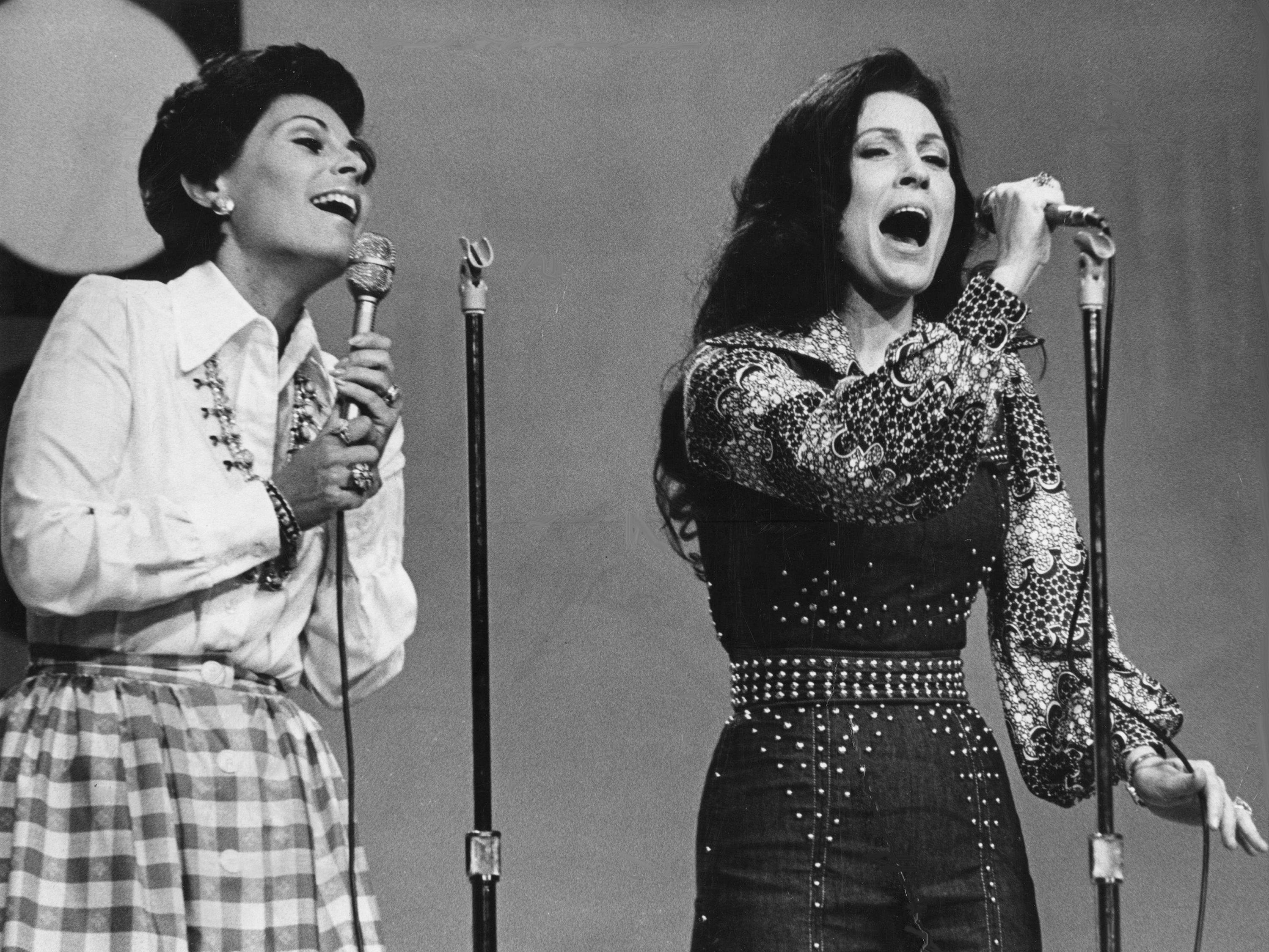 """Metropolitan Opera soprano Roberta Peters, left, and Grand Ole Opry star Loretta Lynn perform a duet during The Mike Douglas Show taping at the Grand Ole Opry House April 29, 1975. Peters sang an aria and Lynn a country song before coming together for """"Secret Love."""""""
