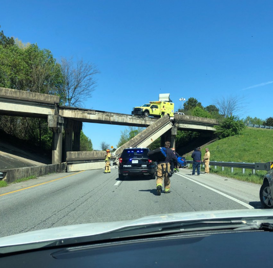 Concrete bridge railing collapses onto I-75 in Chattanooga, shuts down part of interstate