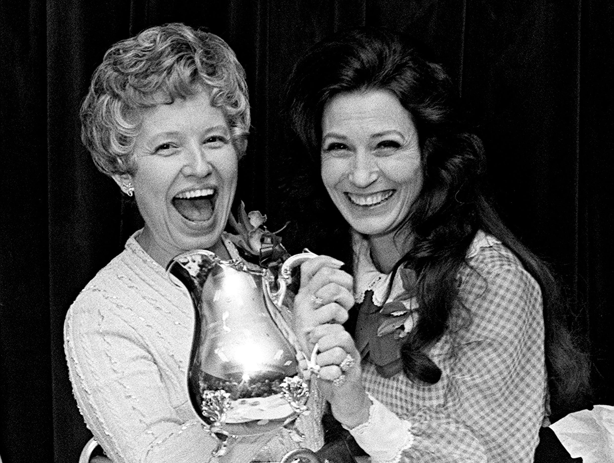 Loretta Lynn, right, one of the Women of the Year for 1972, congratulates Jane Hardaway, commissioner of personnel for Tennessee, at the banquet honoring the Women of the Year at the Woodmont Country Club on Feb. 13, 1973. Hardaway was given the first annual Bess Maddox award.