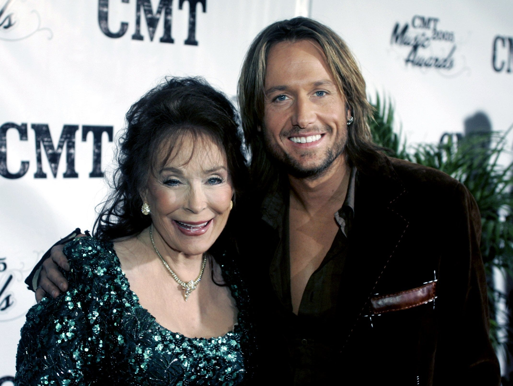 Loretta Lynn, left, and Keith Urban pose together on the red carpet before the CMT Music Awards show at GEC in Nashville March 10, 2005.