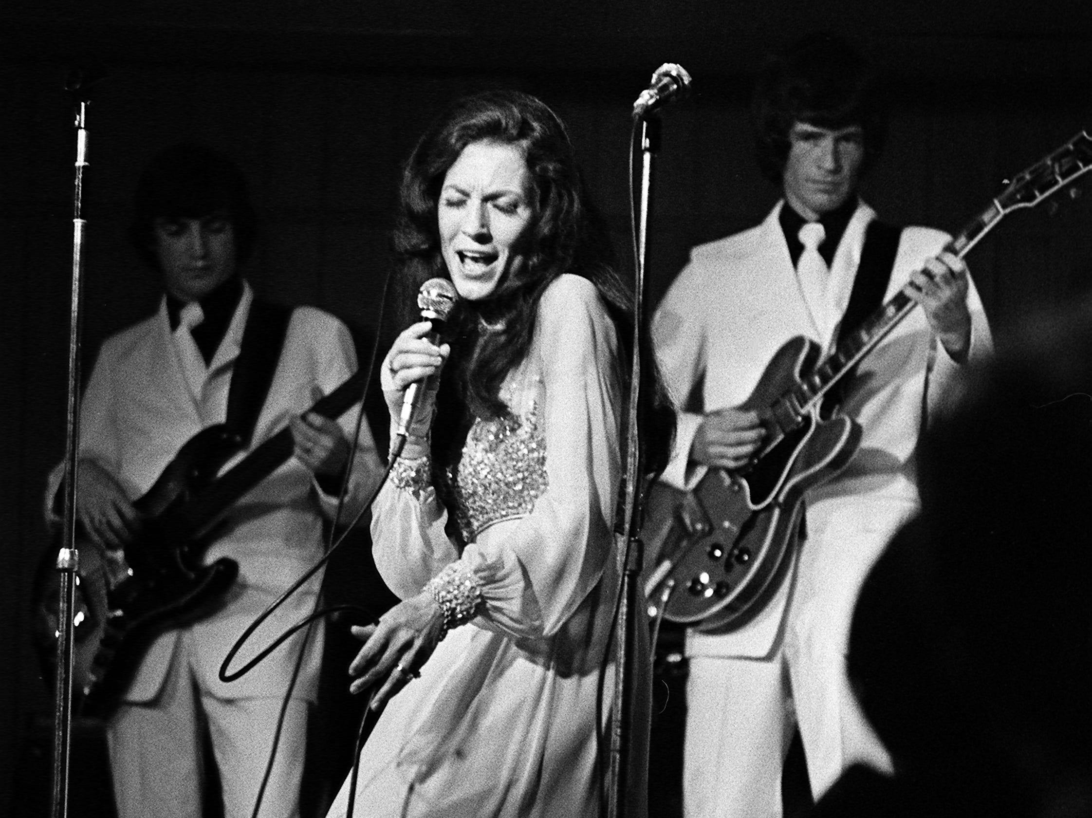 Loretta Lynn performs for 700 fans that turned out for a $20-a-plate dinner sponsored by the International Fan Club Organization at the Sheraton Downtown Nashville June 6, 1973. It was the first night of the second annual Country Music Fan Fair.