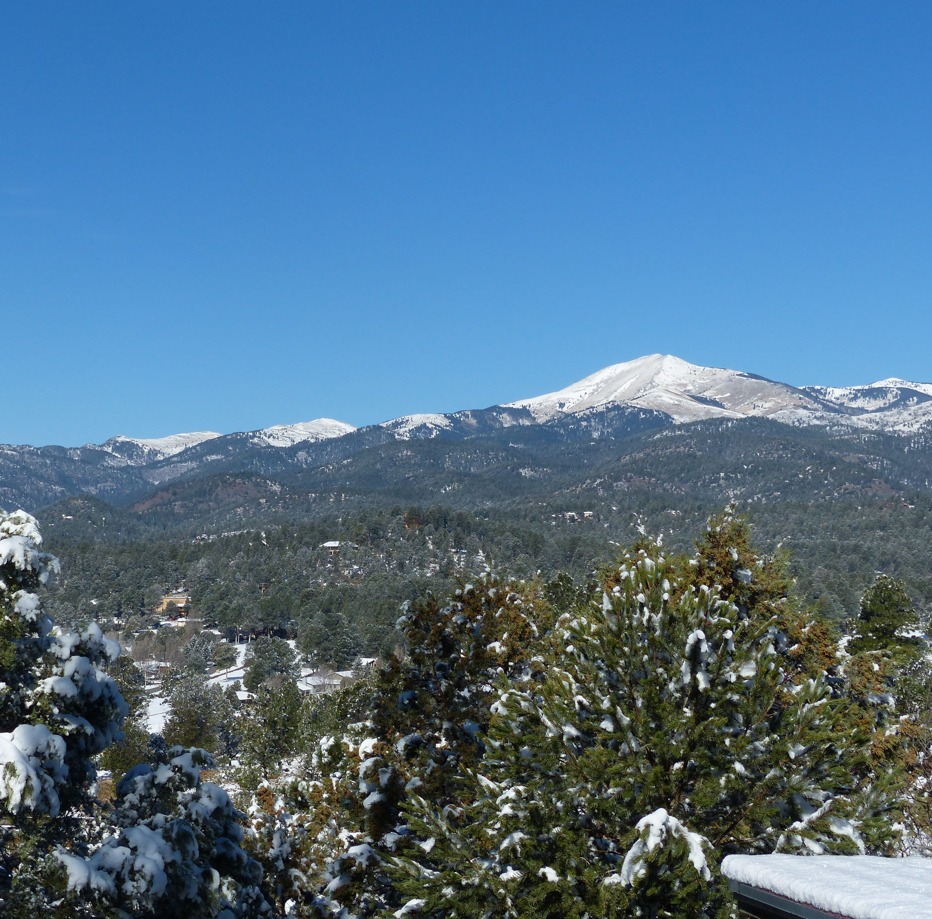 Nature's April Fool's Day surprise: 4 inches of snow in Ruidoso