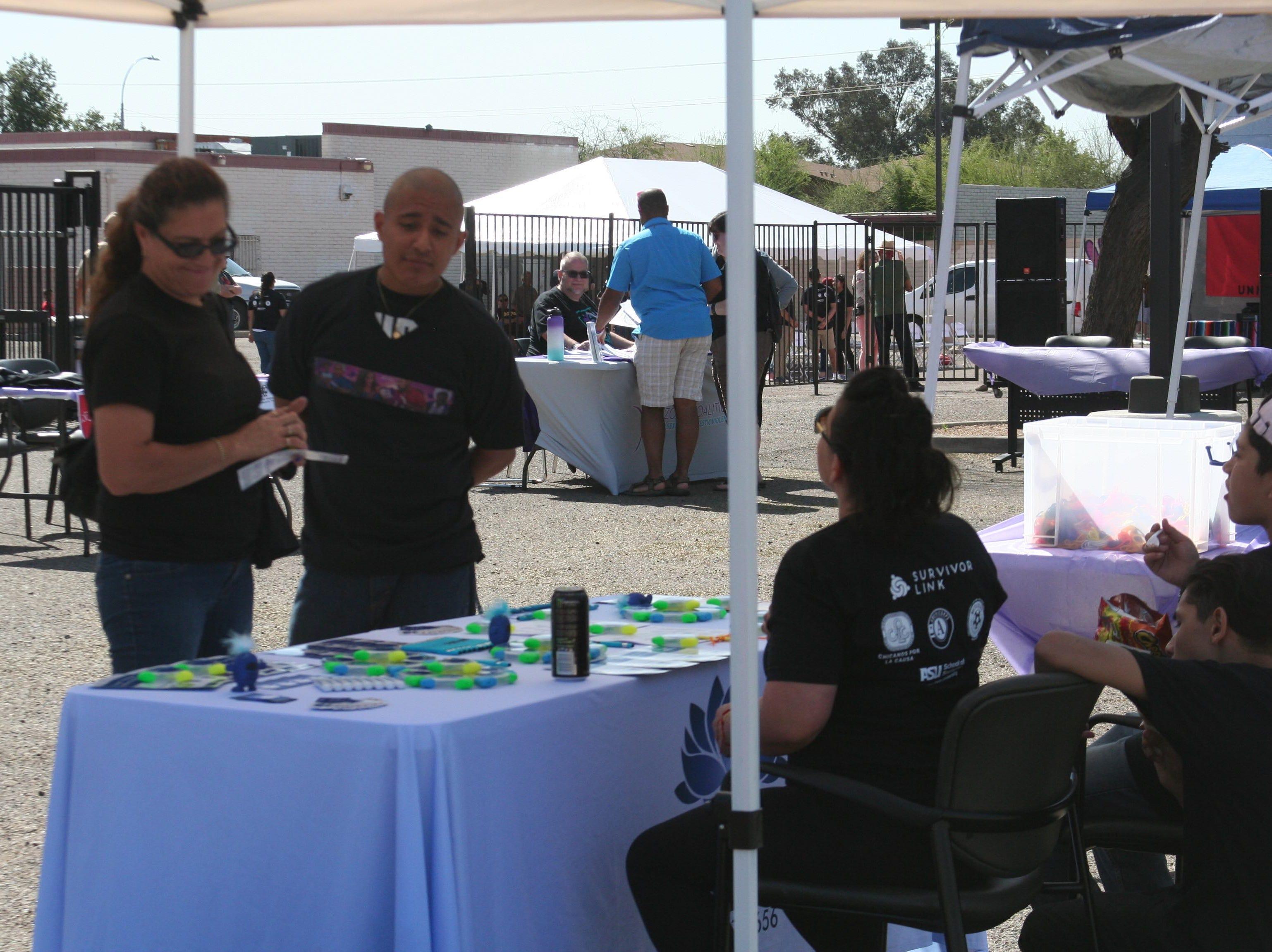 Convocadas por Chicanos Por La Causa, Diversas organizaciones se dieron cita en el evento para ofrecer variada información comunitaria.