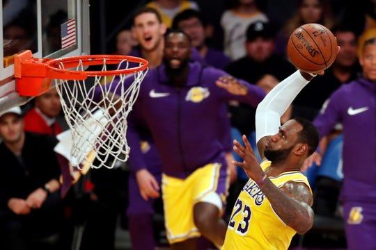 James termina la temporada con un promedio de 27,4 puntos (empatado en el quinto lugar en la liga); 8,5 rebotes y 8,3 asistencias (tercero) en 55 partidos que disputó.