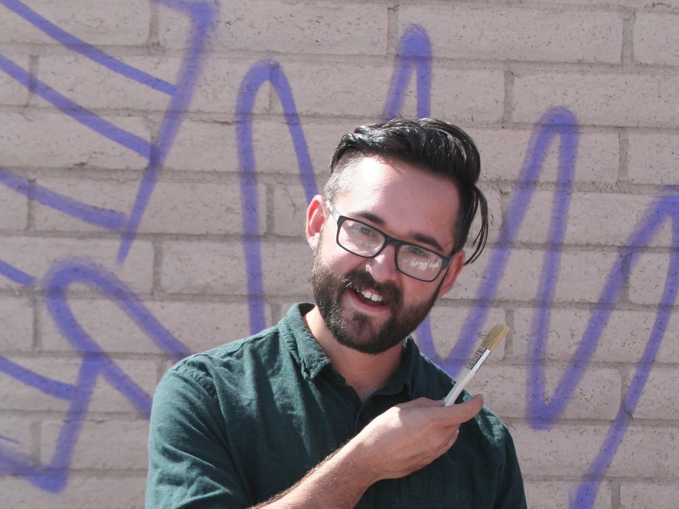 El artista Isaac Caruso es nativo de Phoenix.