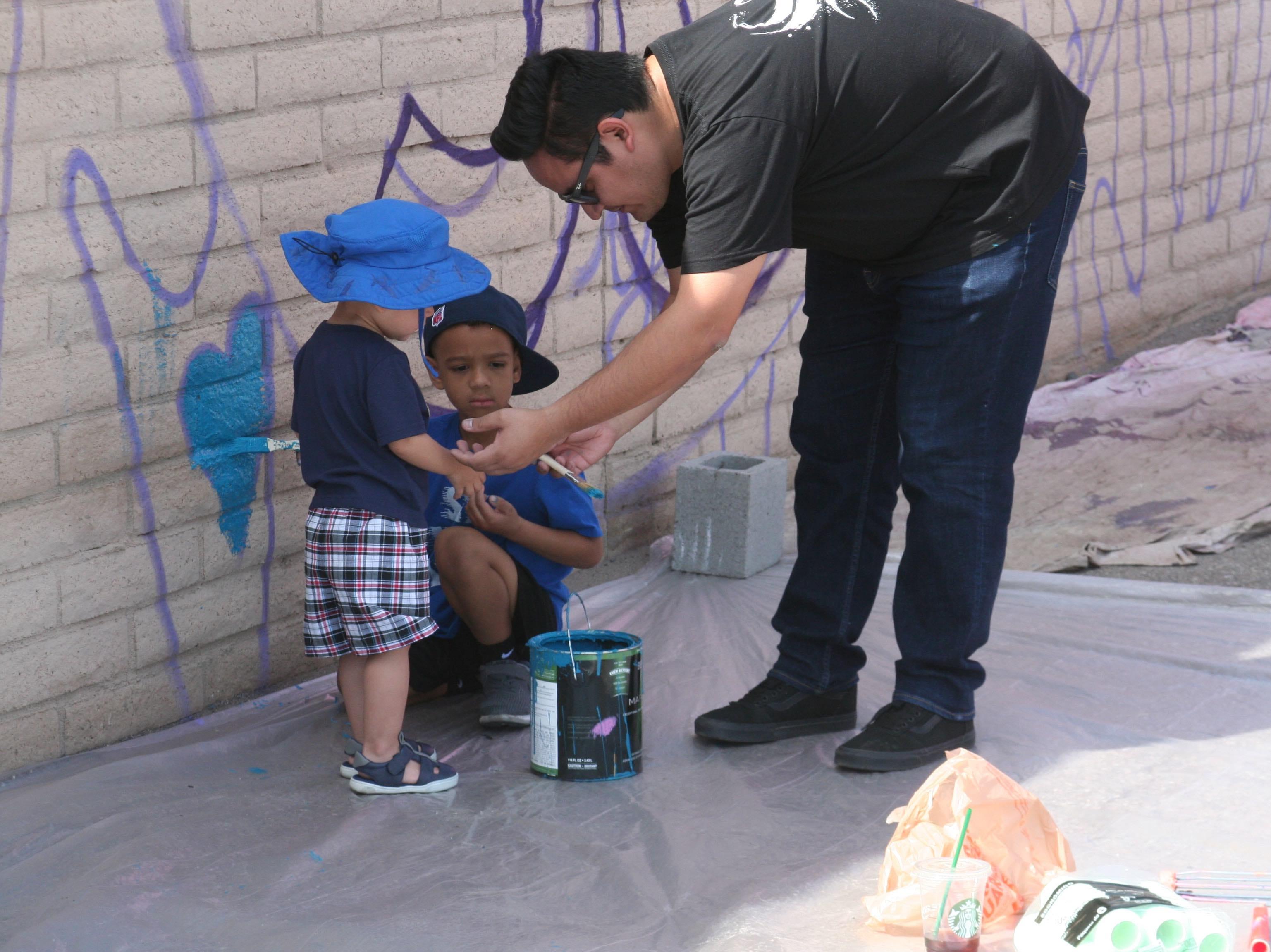 Padres de familia asistieron con sus hijos para que observaran la obra que funde el arte con el legado del servicio por los demás.