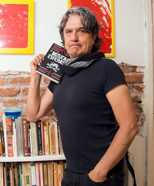 El cuerpo del músico Armando Vega Gil fue hallado este lunes en su casa, luego de que vecinos de la calle La Morena, Colonia Narvarte, Alcaldía Benito Juárez, alertaran a las autoridades sobre un cuerpo sin vida.