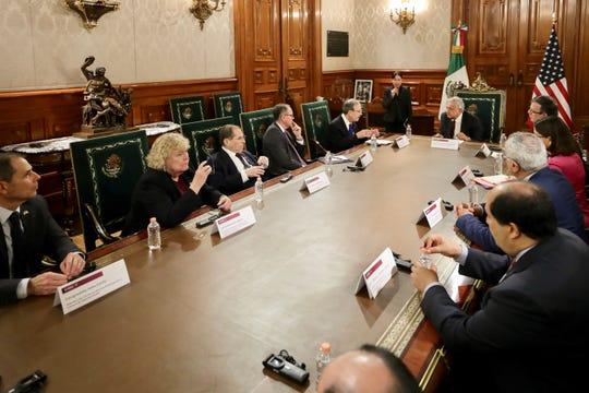 Presidente de México y representantes de EEUU dialogan en Palacio Nacional.