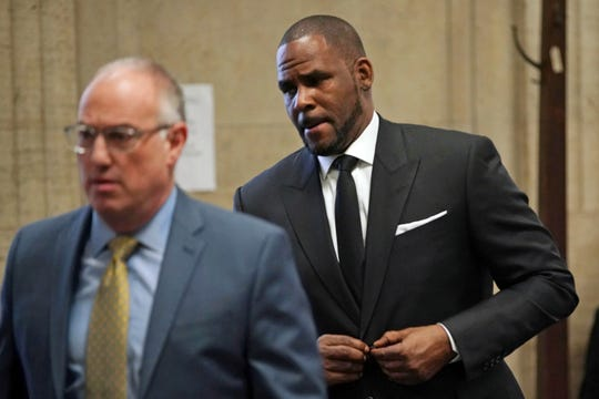 R&B singer R. Kelly in court with his attorney Steve Greenberg, March 22, 2019, in Chicago.