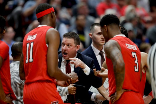 Texas Tech coach Chris Beard talks to his team during the first half against Michigan in a West Region semifinal Thursday in Anaheim, Calif.