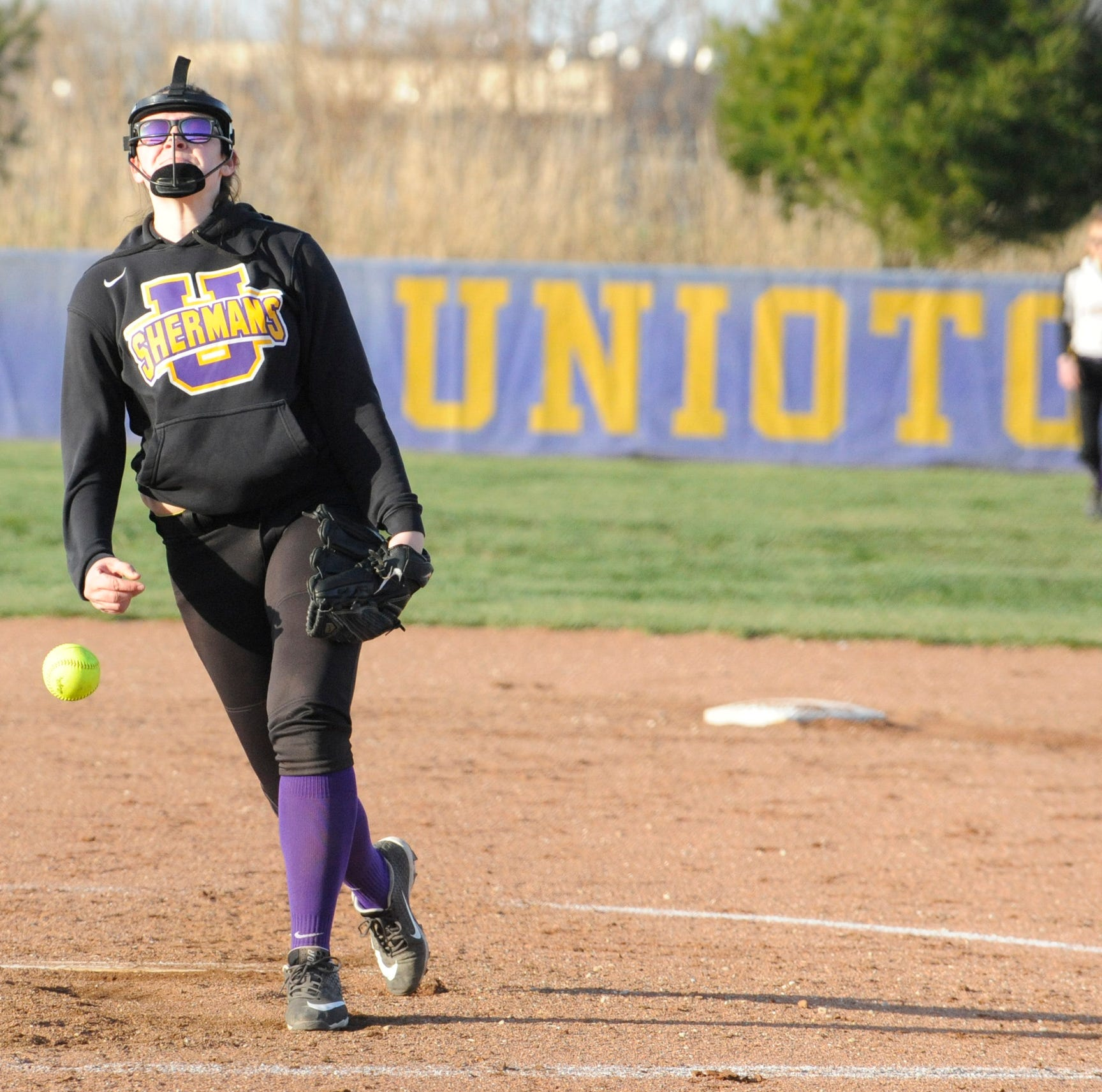 OHIO HS SOFTBALL: Unioto defeats Huntington 12-2 behind eight-run second inning