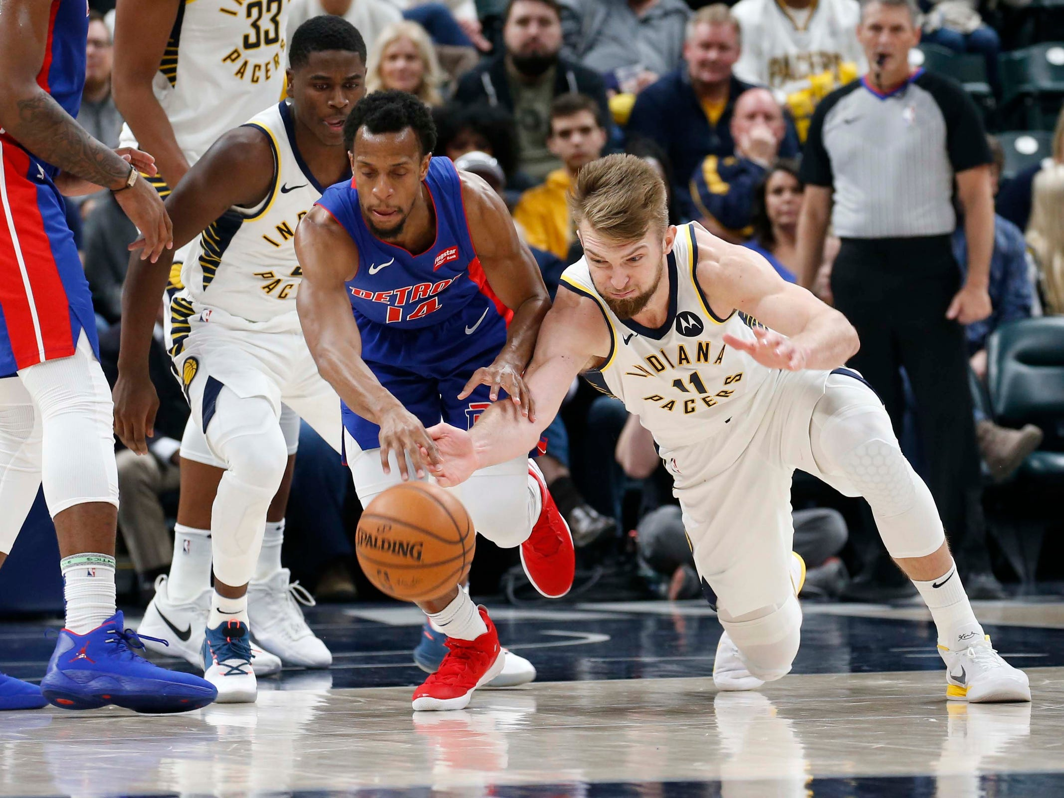 Indiana Pacers forward Domantas Sabonis scrambles for a loose ball against Detroit Pistons guard Ish Smith during the third quarter at Bankers Life Fieldhouse, April 1, 2019.