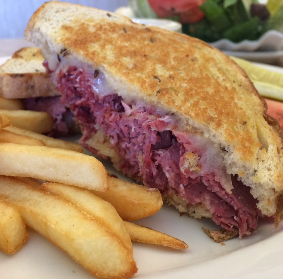 The Cafe isn't flashy, but it is a 34-year-old Cape Coral favorite — JLB in 3 Tweets