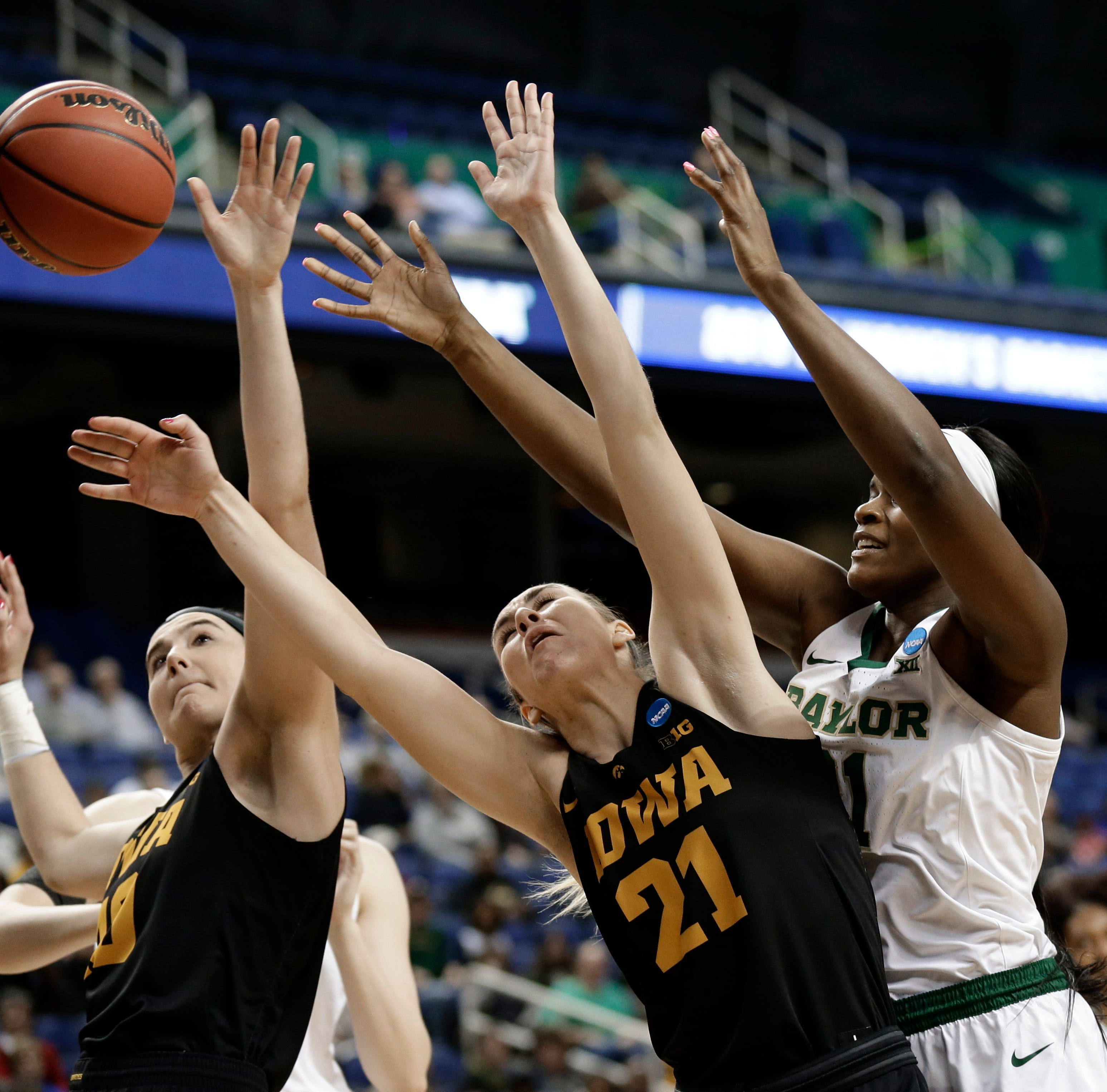 Baylor's firepower pushes Bears past Iowa in Elite Eight