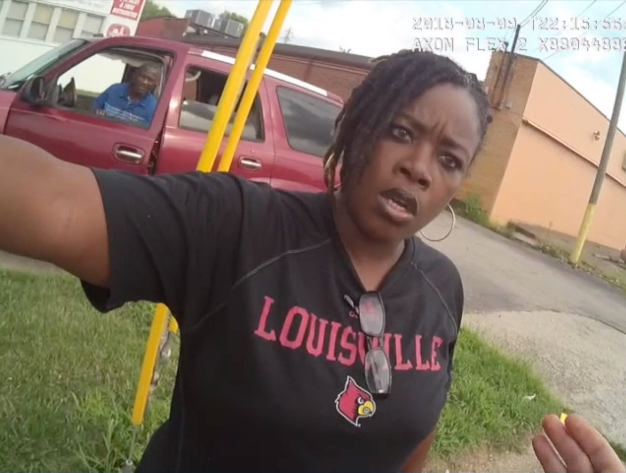 Tae-Ahn Lea's mother Tia Jackson shows up on the scene where her sone was pulled over by LMPD for an illegal turn in August of 2018.