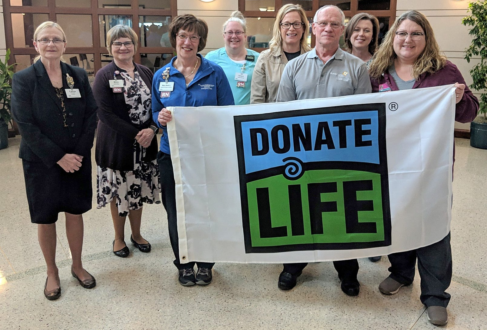 At 10:08 a.m. Monday, Aurora Medical Center in Manitowoc County joined 15 Aurora Health Care sites across the state in conducting a flag-raising ceremony and moment of silence to promote organ, tissue and eye donation as well as honor donors and their families.