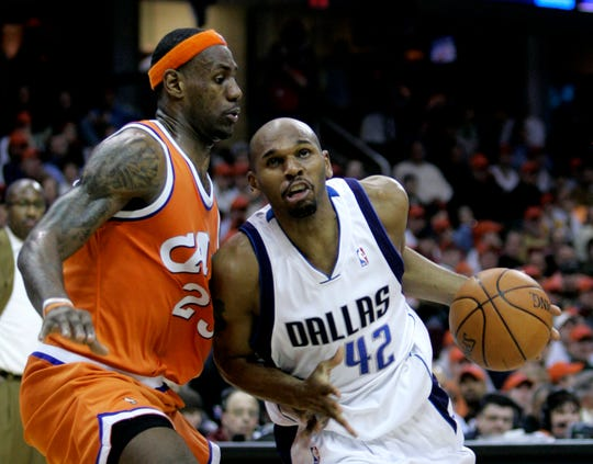 Dallas Mavericks' Jerry Stackhouse (42) tries to get past Cleveland Cavaliers' LeBron James (23) in the third quarter of an NBA basketball game, Wednesday, March 21, 2007, in Cleveland. The Mavericks won 98-90. (AP Photo/Tony Dejak)