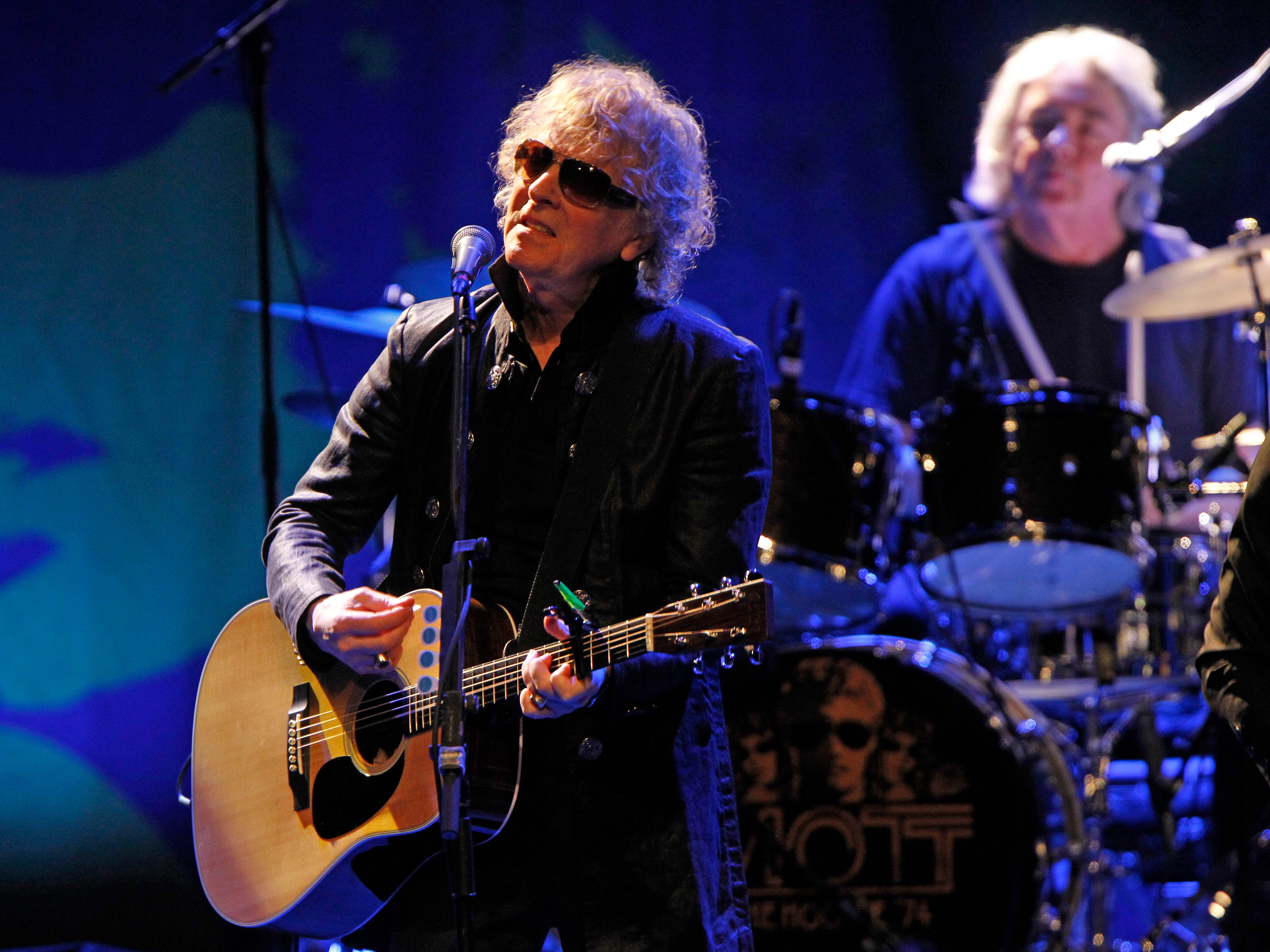 Ian Hunter, from the Mott The Hoople performs for the group's kick off tour  in U.S. at the Miller High Life Theatre in Milwaukee.