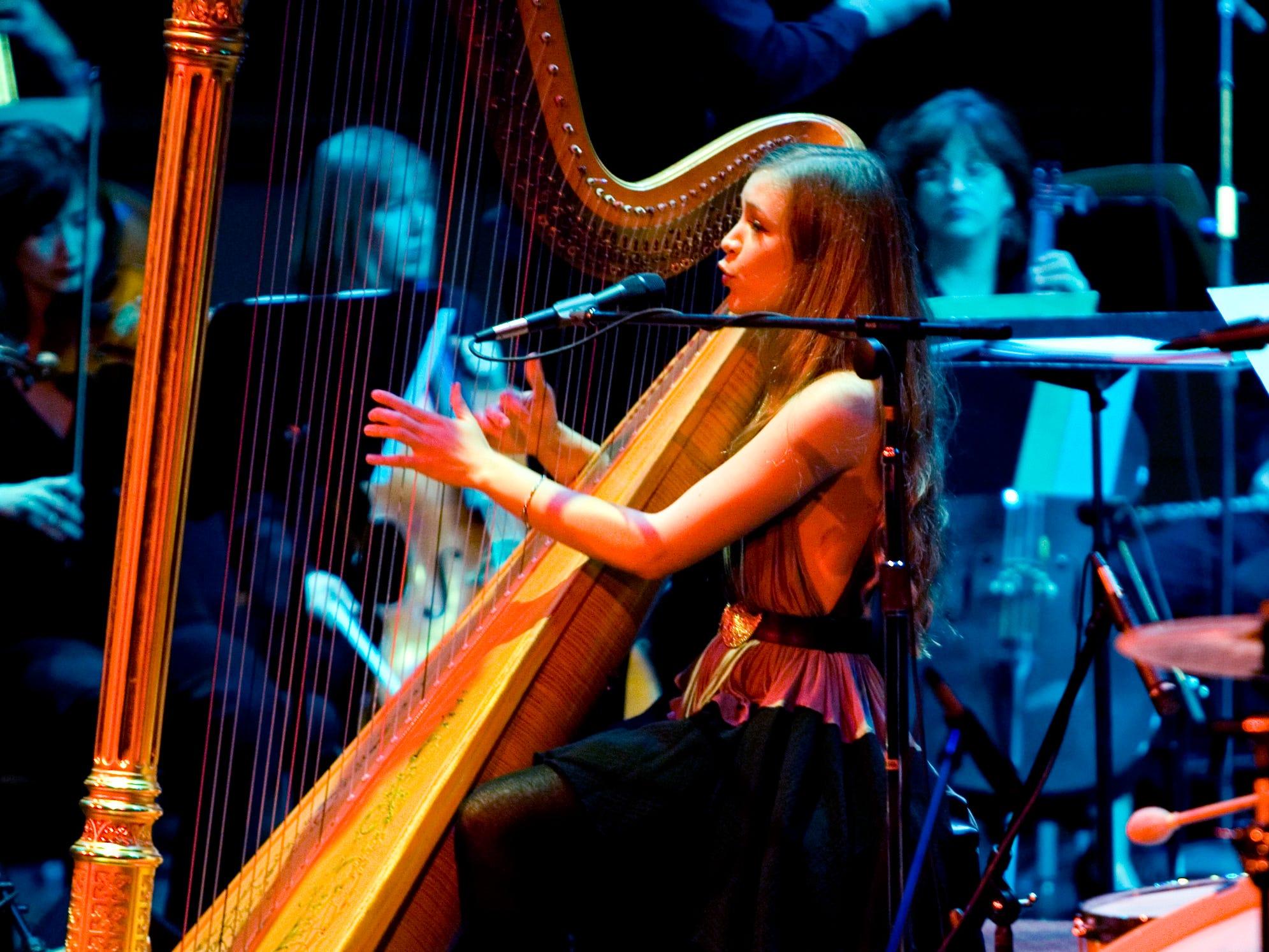 Newsom, enc, lynn, 1.-Joanna Newsom performs at the Pabst Theatre in Milwaukee Sunday October 21, 2007.  Photo by Tom Lynn/TLYNN@JOURNALSENTINEL.COM