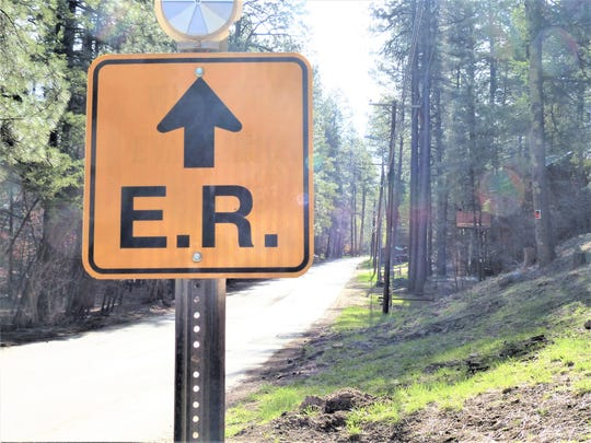 Signs clearly mark an evacuation route in Ruidoso, New Mexico.  Many California cities do not have publicly available evacuation plans.