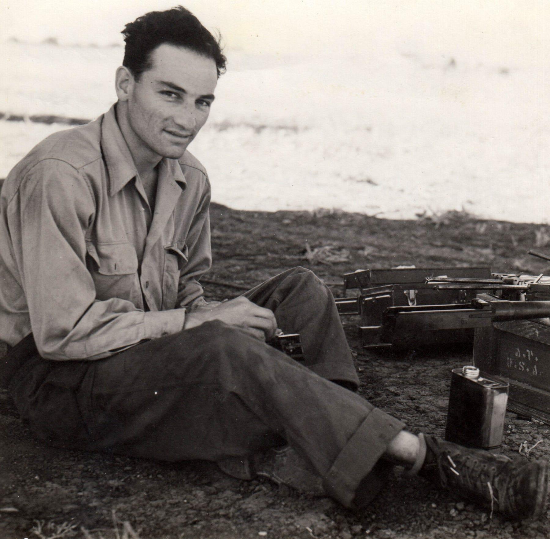 El piloto Joe Campos sirvió para la Fuerza Aérea y el Army durante la Segunda Guerra Mundial.