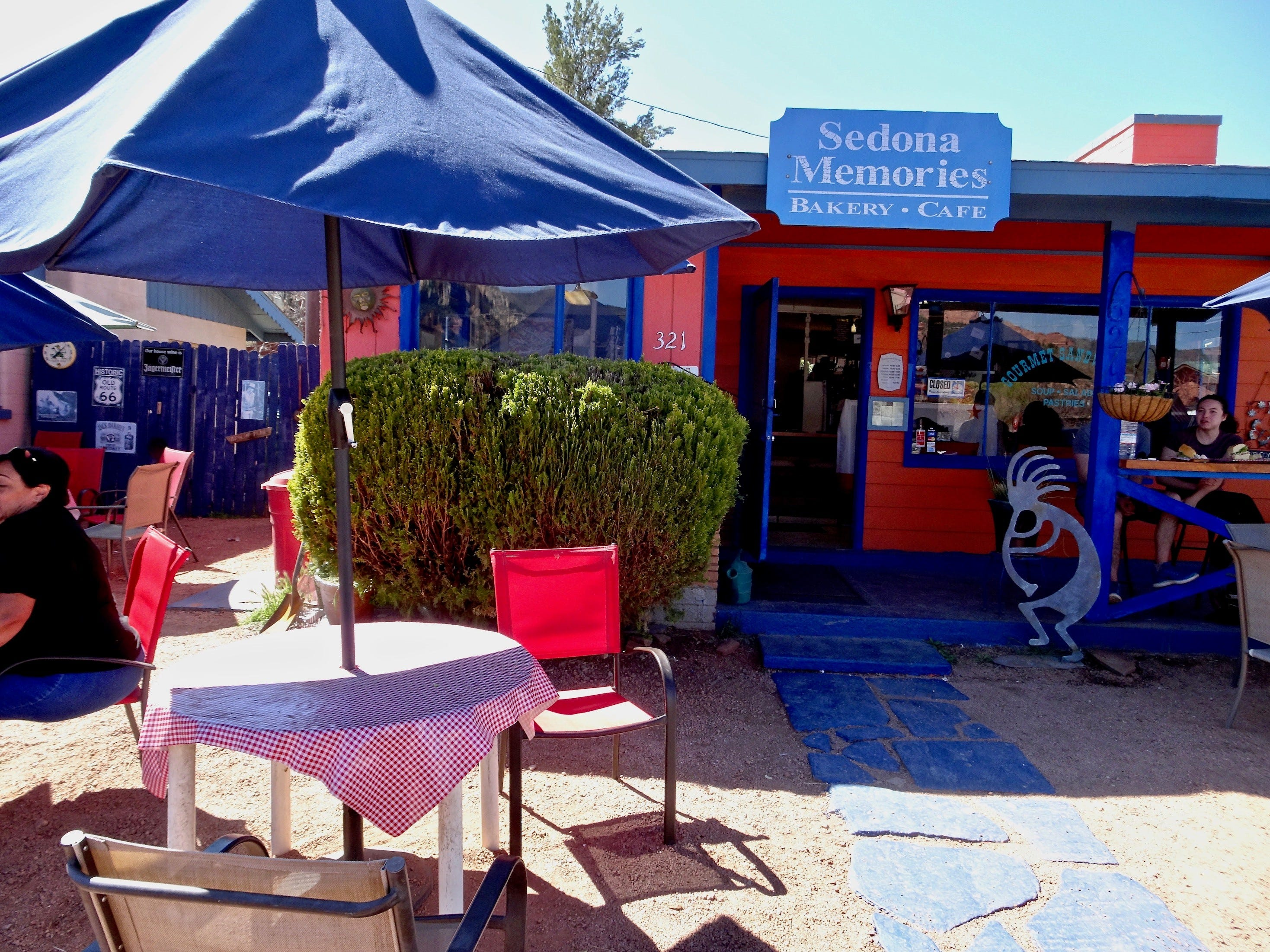 Sedona Memories has sandwiches you can eat on the patio or take with you for a picnic.