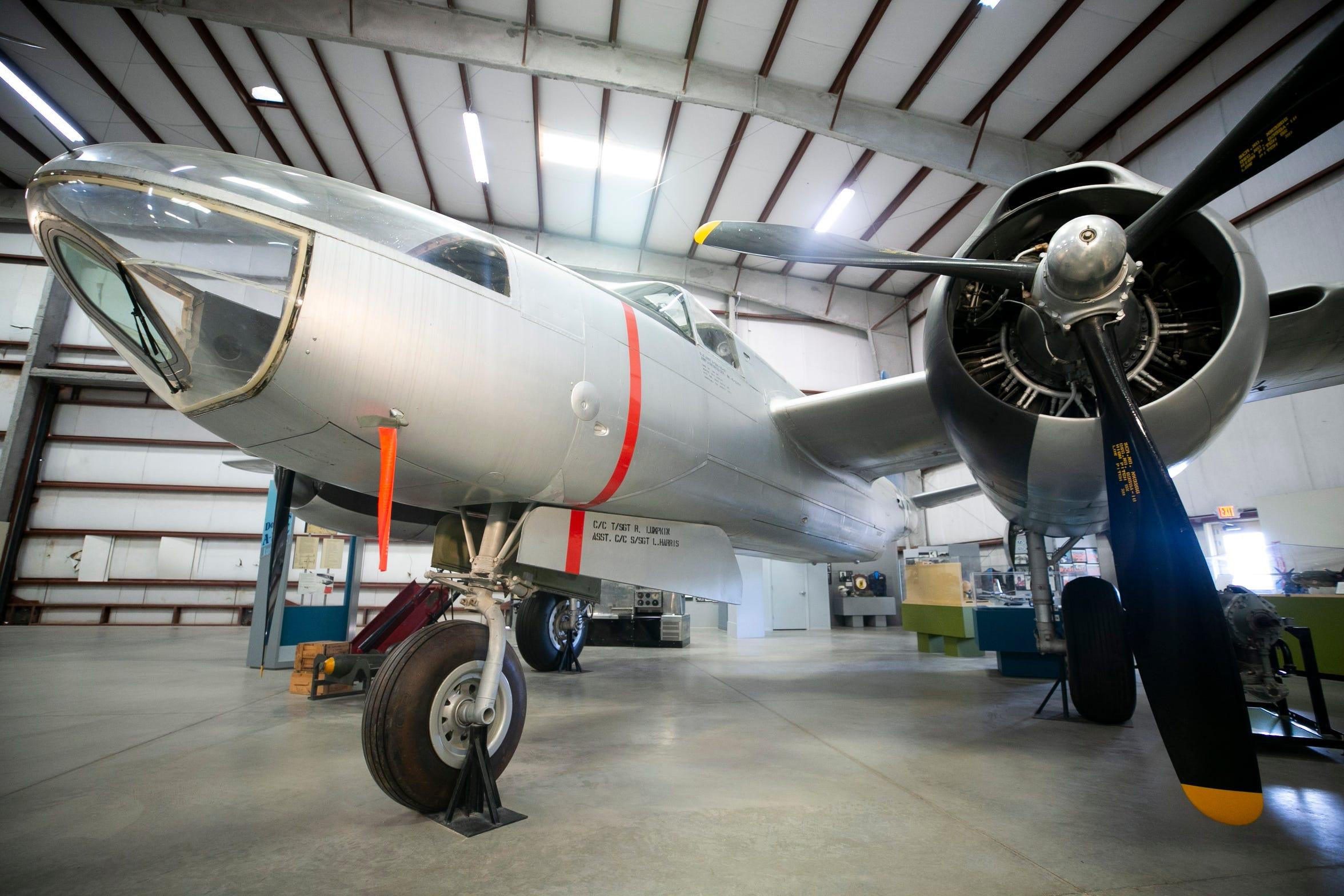 Una aeronave A B-26 Invader es vista en el museo de la Fuerza Aérea en Tucson, AZ.