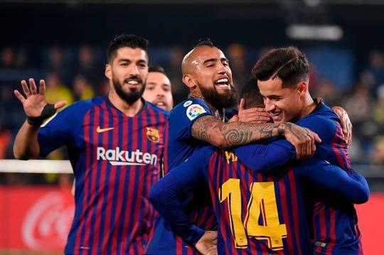 Jugadores del Barcelona celebran el gol del empate.