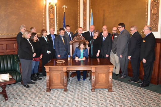 Gov. Kristi Noem signs a bill Friday, March 29, 2019, to approve SDSU's new rural veterinarian medicine program partnership with the University of Minnesota.